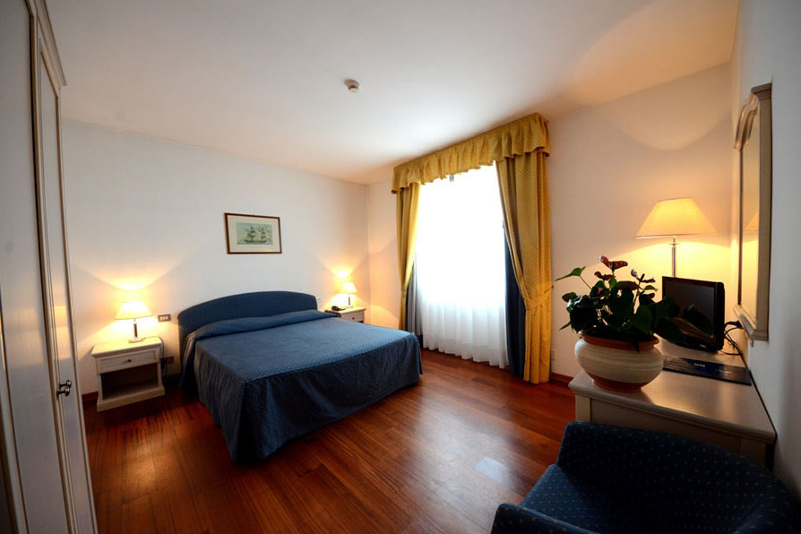 business-room-hotel-castelfidardo_new_001